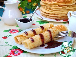 Pancakes can be served with anything: though with sour cream, though with jam or jam, will be equally delicious!  I have a BlackBerry jam of own preparation.