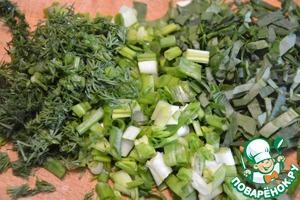 В казане на растительном масле обжарить лук, морковь, болгарский перец, чеснок, сельдерей, цветную капусту 5мин. Добавить помидор и тушить еще 5 мин.   Вскипятить воду в чайнике.    Всыпать гречневую крупу в казан к овощам, тушить постоянно помешивая 1-2 мин. Добавить кипяток, (я всегда добавляю воды на глаз. Примерно на 2 пальца выше гречки с овощами), а также соль и черный молотый перец по вкусу. Убавить огонь, накрыть крышкой. Готовить 20-25мин. Нарезать шпинат, зеленый лук и укроп. Добавить их в гречку за пару минут до готовности, перемешать.