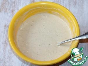 5. В жидкую смесь небольшими порциями добавьте муку. Вымешивайте тесто до однородности, лучше миксером. Накройте миску с тестом пленкой и поставьте в теплое место на 1 час для увеличения в 2-2,5 раза. За это время 1-2 раза перемешайте поднявшееся тесто.
