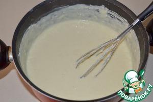 Затем добавляем тертый сыр и снова все перемешиваем.   Соус следует попробовать на соль.    Возможно, вам покажется, что его следует немного подсолить.
