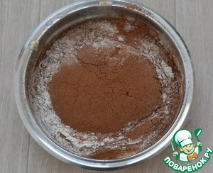 In a separate bowl, proseat flour, cocoa, baking powder, salt. Then a flour mixture to add to dough, mix until smooth.