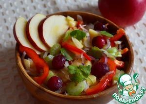 Добавить в салат немного сахара по вкусу, заправить оливковым или любым растительным маслом.    Украсить клюквой и зеленью.