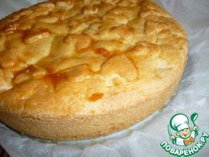 Слегка остывший пирог освободить от формы и оставить остывать на решетке.