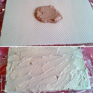 Brush each wafer cake with cream, spread it evenly to all.