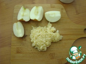 Grate the bananas and apples on a grater and put into the dough.