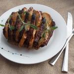 Запеченная свинина с яблоком и шалфеем