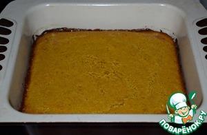 Выпекать пирог в разогретой до 170* духовке 30-35 минут. Готовность проверить деревянной шпажкой. Конечно, нужно ориентироваться на особенности своей духовки.