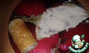 Cottage cheese mixed with grated coconut. Each half grease 1 tbsp of cream and fold roll