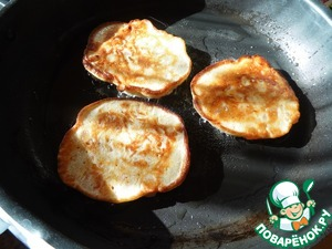 Pan grease with vegetable oil, heat well. Bake pancakes with 2 sides until Golden brown.