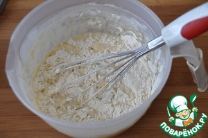 Put the flour and mix well with a whisk to avoid lumps.