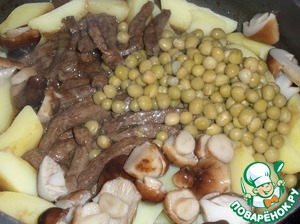 Add the sliced potatoes, mushrooms and green peas.