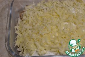 Посыпаем тертым сыром и запекаем в разогретой духовке минут 15 до расплавления и подрумянивания сыра.