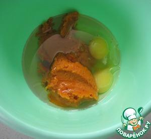 Тыквенное пюре, яйца и растительное масло соединить в другой миске.