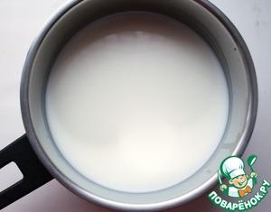 Подогреть молоко и воду (не выше 40 градусов).