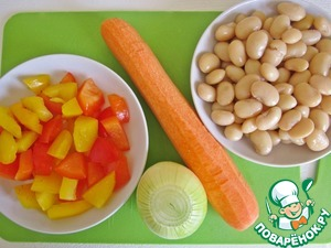 Next, peel the onions and carrots. Pepper we shall cut cubes or straws, measure out one Cup of beans.