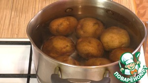 1. Boil the potatoes in their skins for 20-25 minutes (depending on size of tubers)