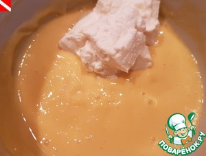 Add the cream cheese at room temperature (ricotta, weighed, frozen sour cream). Mix well. Whip the chilled cream. Mix gently until a homogeneous smooth.