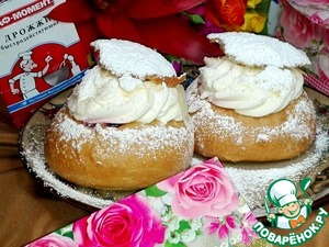 Cream whipped with powdered sugar.  Put them in a candy bag  with a nozzle and slowly squeezed  for holes with jam.