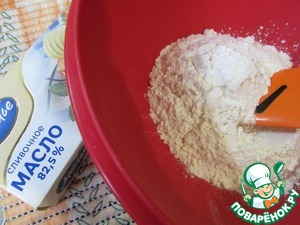 To prepare dough. Sift flour, add baking powder and mix thoroughly.