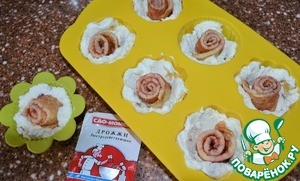 Pancake rolls cut into pieces 3 cm, put one in the center of each shape.