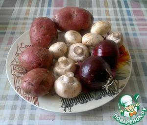 """Повторюсь, рецепт универсален, а точнее, универсален фарш. Его можно использовать как для вареников или пирогов, так и для колбасок. Главное - пропорции. В списке ингредиентов я указывал меру веса, а правильнее было бы определить в процентах: на 100% фарша 40% приходится на картофель, 40% на грибы и 20% на лук. Опять же, всё беру """"на глаз"""". А количество - любое. Грибы, для простоты, я взял шампиньоны."""