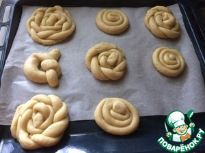 5. Take the dough roll out and shape the cookies. Spread on a baking sheet and put in oven for 20 minutes at 170S.