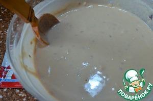 Влить оставшуюся теплую воду, завести тесто.    Гречневая мука при соприкосновении с жидкостью, образует комочки, для их удаления тщательно растирайте тесто деревянной ложкой.