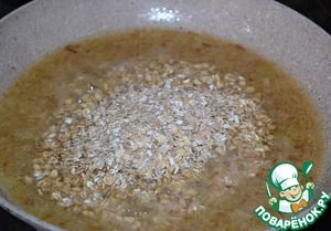 Add oat flakes, mix and cook 5 minutes on low heat. Remove from heat and cool.