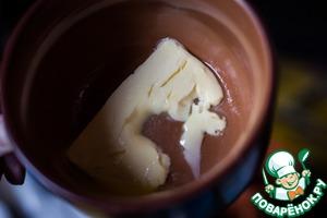 Когда тесто остынет, ввести в него размягченное (растопленное, - без разницы) масло.
