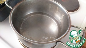 In the water add sugar and bring to low simmer.