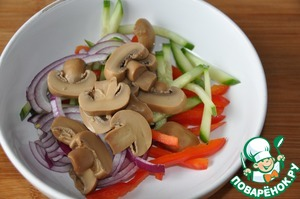 Cut the mushrooms slices, put the rest of the vegetables.