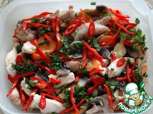 Mix chicken, cooked mushrooms, roasted vegetables, chopped parsley, shredded hot pepper, green onions and garlic in a bowl, pour the hot marinade, stir.  Serve you can, stand the dish 4-6 hours in the refrigerator, shaking occasionally capacity.