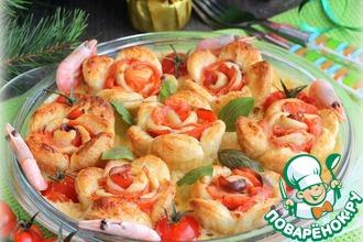 Рецепт: Слоеные розы в сырно-креветочном соусе