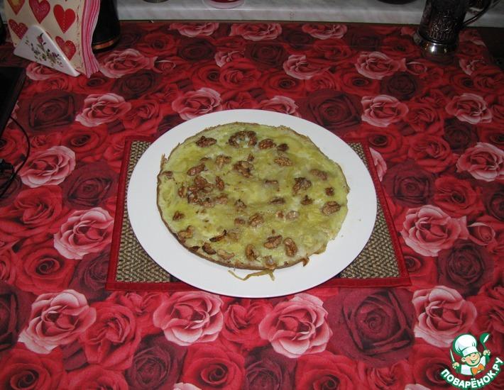 Рецепт: Яичница с луком и грецкими орехами