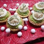 Тарталетки с авокадо и фаршированными яйцами