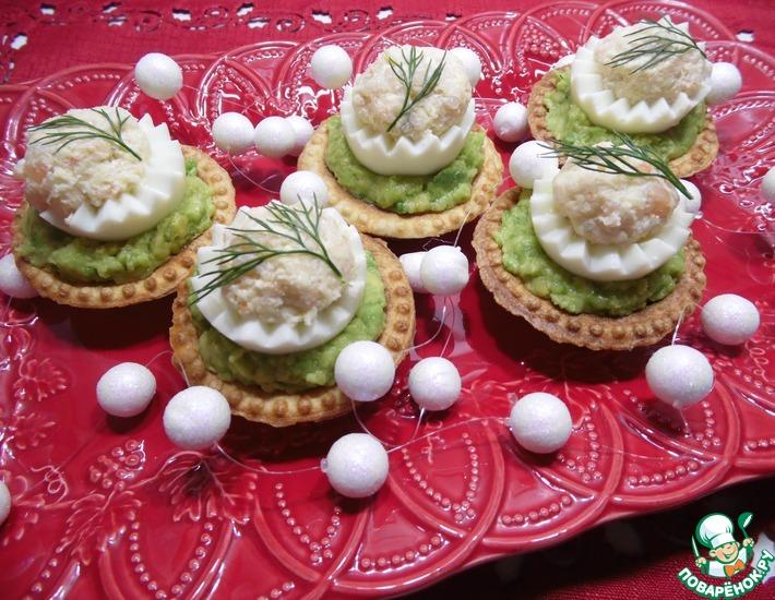 Рецепт: Тарталетки с авокадо и фаршированными яйцами
