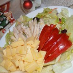 Салат с грушей, сыром и курицей
