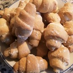 Дрожжевые мини-рогалики с ореховой начинкой