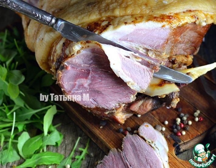 Рецепт: Свиной окорок на кости в духовке