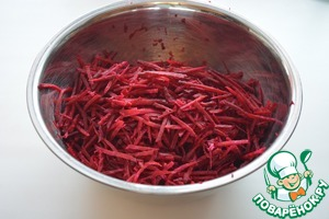 """Raw beets grate on a coarse or """"Korean"""" grater"""