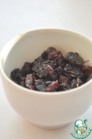 Raisins sort and rinse. Add it to the beetroot and simmer for another 5 minutes.