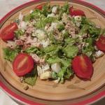 Салат с авокадо, яйцами и ветчиной