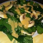 Салат со шпинатом и свежими шампиньонами
