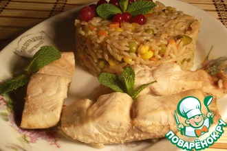 Рецепт: Тунец на рисово-овощной подушке