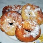 Кукурузные пончики с яблочным пюре