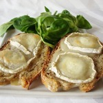 Французские бутерброды Горячий козий сыр