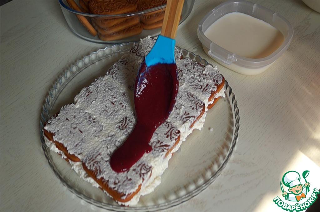 Торт с кокосовым кремом и малиной