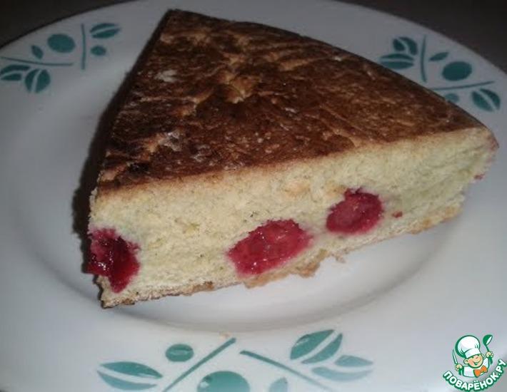 Рецепт: Песочный пирог с вишней на сковороде