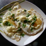 Глазунья с плавленым сыром и карри