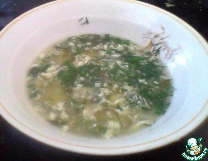 Рецепт: Суп со щавелем, крапивой и яйцом